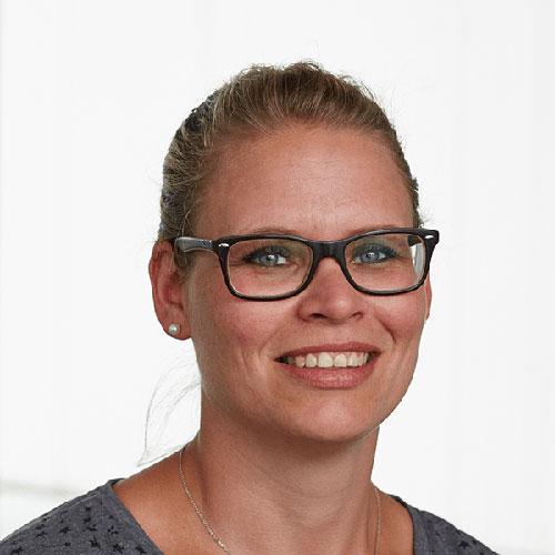 Portrait von der Mitarbeiterin in der Arbeitsvorbereitung bei Tünnissen Kranenburg NRW Deutschland Europe